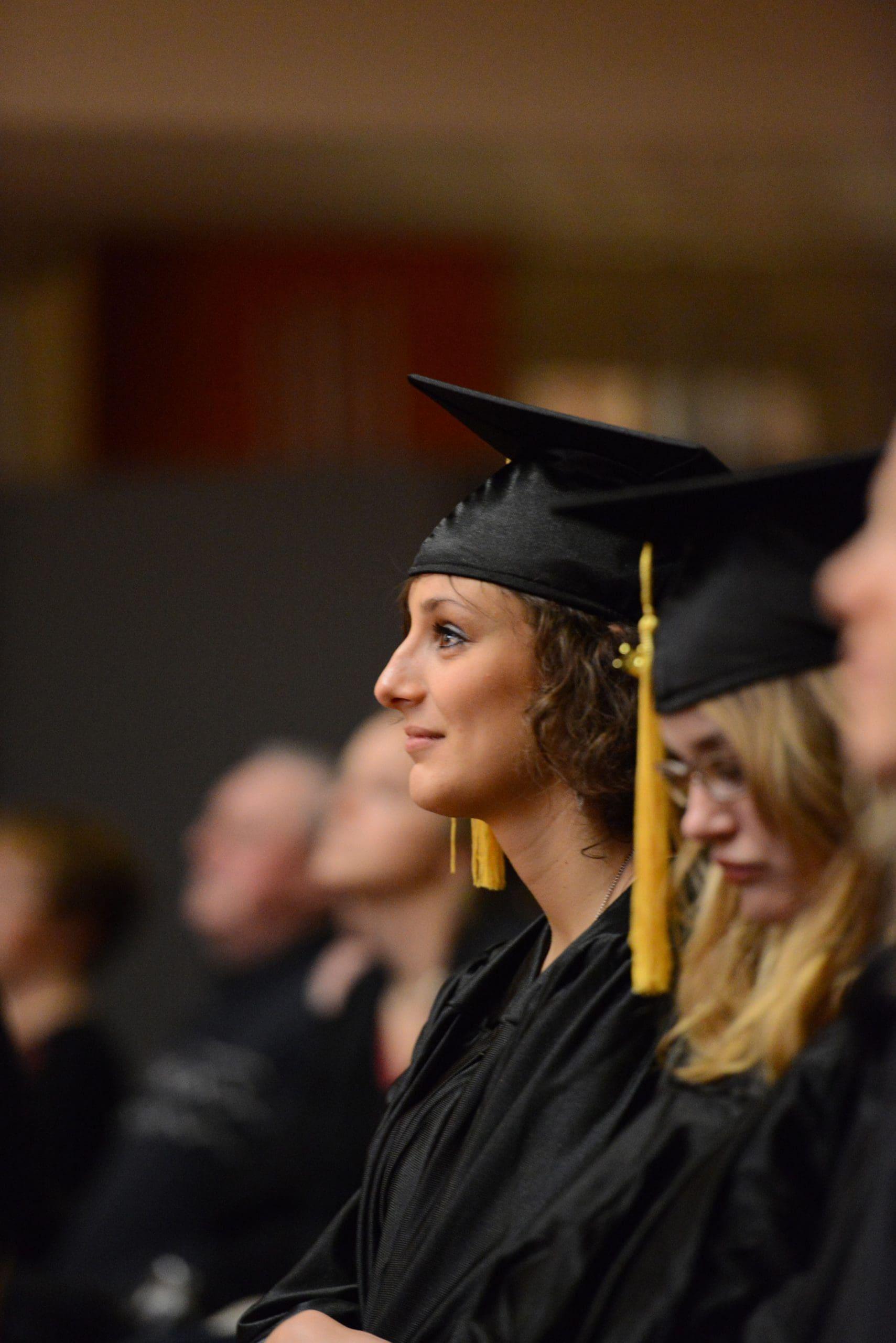 Photo d'une étudiante diplômée